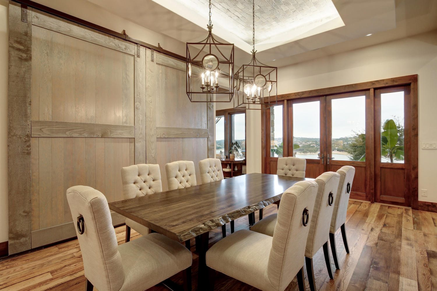 2101-ruffian-heights-ln-large-009-6-family-kitchen-dining-005-1500x1000-72dpi