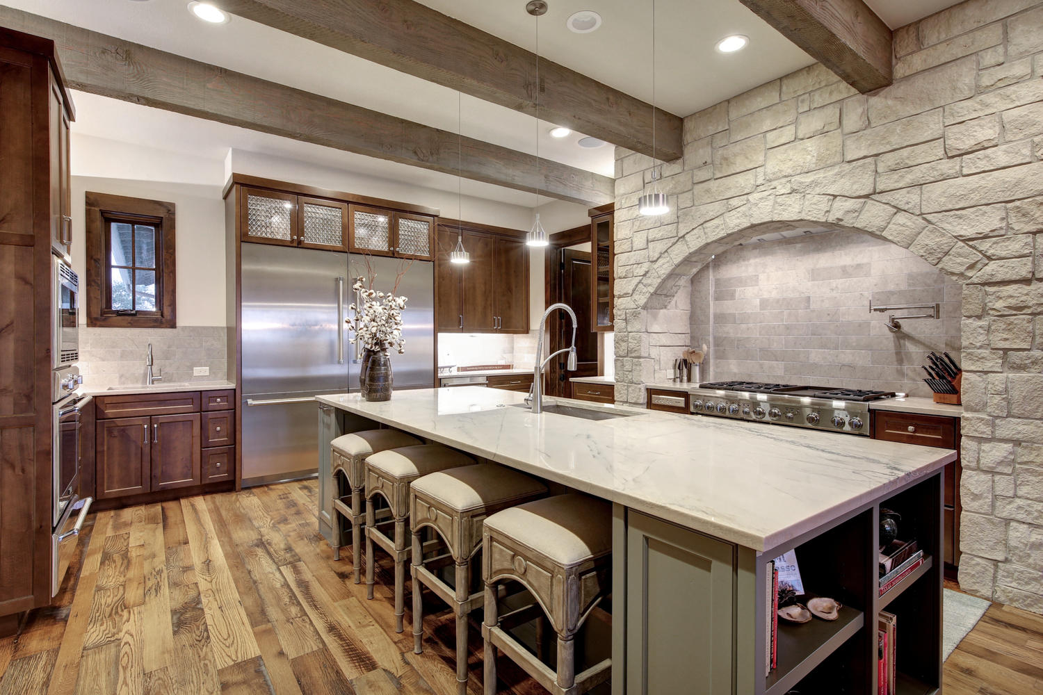 2101-ruffian-heights-ln-large-014-16-family-kitchen-dining-010-1500x1000-72dpi